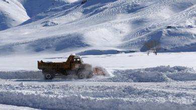 Chutes de neige: Mobilisation générale à Khénifra pour le déneigement des axes routiers bloqués