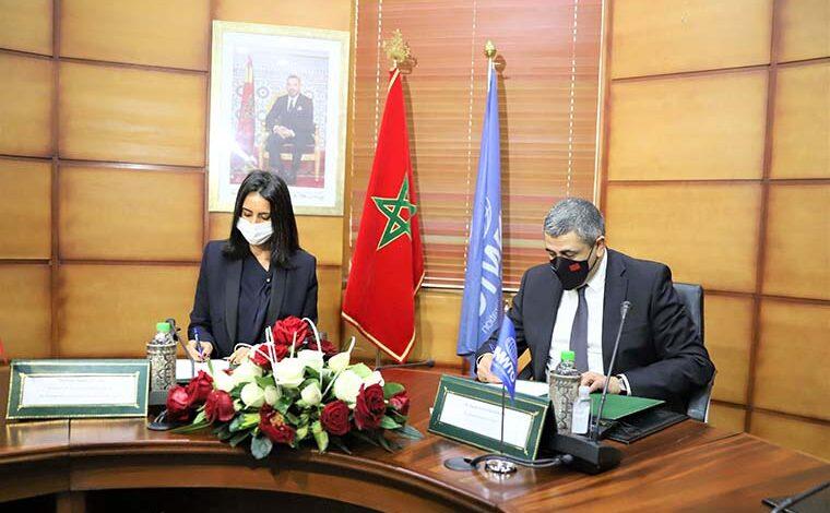 Voici l'essentiel de la séance de travail entre la ministre du Tourisme, de l'artisanat, du transport aérien et de l'économie sociale, Nadia Fettah Alaoui, et le Secrétaire général de l'Organisation Mondiale du Tourisme (OMT), Zurab Pololikashvili, qui s'est tenue mercredi à Rabat dans le cadre des travaux préparatoires de la 24ème Session de l'Assemblée Générale de l'OMT. – Co-Signature d'une lettre d'intention pour l'organisation de la 24ème Session de l'Assemblée Générale de l'OMT à Marrakech au courant du 4è trimestre 2021, confirmant ainsi l'engagement du Royaume du Maroc et de l'OMT quant à l'organisation de cette manifestation mondiale. – Cette signature vient donner un signal fort et un message d'espoir à la communauté touristique internationale et aux opérateurs touristiques marocains en particulier, d'autant plus qu'elle coïncide avec le démarrage des campagnes de vaccination à travers le monde, selon la ministre. – Le Royaume du Maroc est fier et honoré de rassembler la grande famille du tourisme à Marrakech en 2021, à l'occasion de la tenue de la 24 ème Session de l'Assemblée Générale de l'OMT, a souligné Mme Fettah Alaoui. – Le secteur touristique au Maroc, à l'instar d'autres pays à travers le monde, a bénéficié d'un contrat programme qui a été signé le 06 août 2020 ainsi que d'un avenant signé le 06 janvier 2021 et qui a permis de soutenir ce secteur durement touché par cette pandémie inédite qui n'a épargné aucune destination dans le monde entier, a rappelé la responsable gouvernementale. – La prochaine Assemblée Générale de l'OMT qu'accueillera le Maroc en 2021 sera historique et aucun effort ne sera ménagé pour en faire l'un des évènements post-pandémie les plus réussis, selon le SG de l'OMT. – La rencontre de Marrakech sera l'occasion de discuter de l'avenir du secteur touristique durement touché par la crise sanitaire, et que les États membres de l'organisation et les représentants du secteur privé seront invités à y répondre présent, a relevé M.
