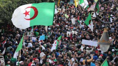 """En Algérie, des milliers de manifestants contre """"la criminalisation de la politique"""""""