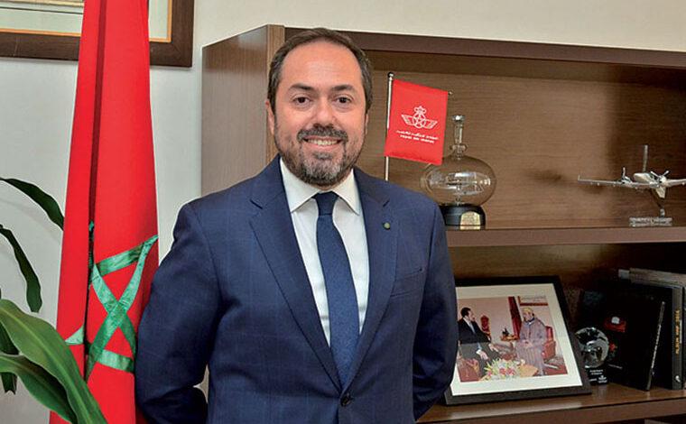 Le président directeur général de la compagnie national Royal Air Maroc (RAM), Abdelhamid Addou, a été élu membre du « Conseil des Gouverneurs » de l'Association du Transport Aérien International (IATA), une première pour la compagnie nationale et le Maroc. Organe exécutif de l'IATA, le Conseil des Gouverneurs comprend 31 membres élus, représentant quelque 290 compagnies aériennes membres assurant 82% du trafic aérien mondial, indique RAM dans un communiqué. Il est composé des présidents directeurs généraux des grandes compagnies aériennes américaines, européennes, asiatiques et africaines, notamment American Airlines, Air France, KLM, Lufthansa, Singapore Airlines, Cathay Pacific Airways, China Eastern Airways, All Nippon Airways, Ethiopian Airlines ou encore Qatar Airways. IATA est une association professionnelle fondée en 1945, elle a pour but de favoriser le développement du transport aérien en unifiant et coordonnant les normes et les règlements internationaux. IATA intervient également dans les domaines de la sécurité des passagers, du fret aérien, dans l'amélioration et la modernisation des services mais aussi la réduction et l'optimisation des coûts pour l'Industrie du transport aérien. Et de rappeler que Abdelhamid Addou est également membre des Comités Exécutifs de l'Association des Compagnies Aériennes Arabes (AACO) et l'Association des Compagnies Aériennes Africaines (AFRAA). Ces dernières années, la présence en force de Royal air Maroc au sein des organes de décision d'organisations Mondiales (IATA), Arabes (AACO) ou Africaines (AFRAA), est le fruit d'une nouvelle approche visant d'une part à asseoir un leadership continental évident, tout en renforçant les partenariats stratégiques avec divers homologues du continent ou encore de la région MENA.