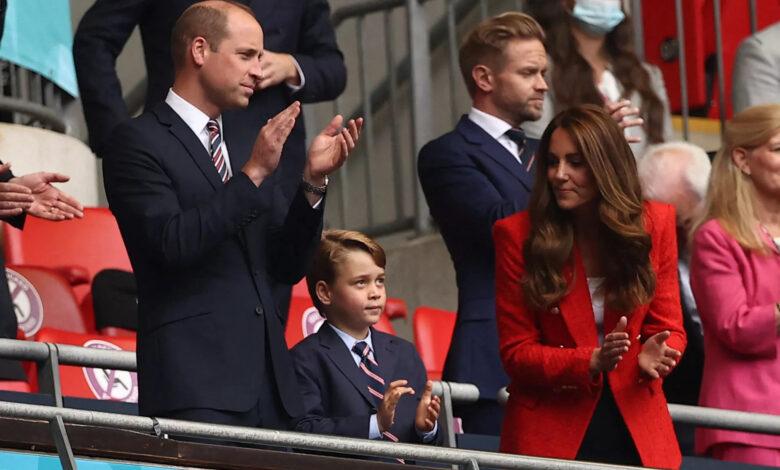 kate middleton le prince william et leur fils george un trio enthousiaste lors d039un match de l039euro photo 7